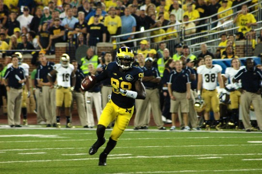 Devin Gardner showing off his mobility against Notre Dame. (Amanda Gosline/MJ)