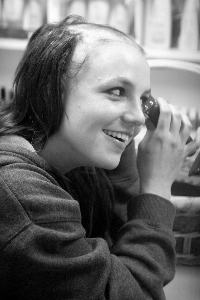 britney-spears-shaves.300