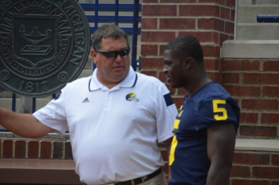 Brady Hoke talks with cornerback Jabrill Peppers before the team's photo. (Rebecca Gallagher/MJ).