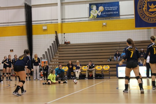 UM-Dearborn's volleyball team after a play against Indiana Tech Oct. 8, 2014. (Tyesha Vinson/MJ)
