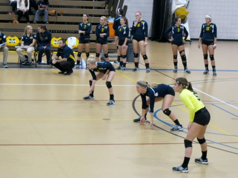 The UM-Dearborn volleyball team awaits a serve against Concordia on Oct. 1, 2014. (Photo courtesy of Courtney Morrison)