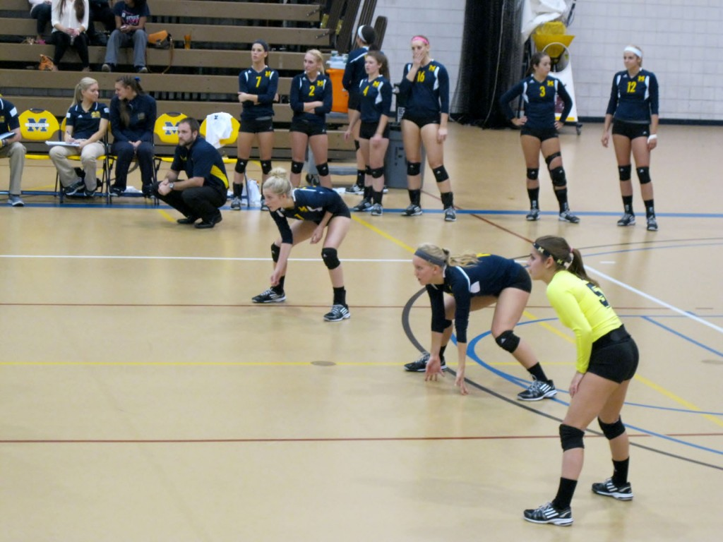 The UM-Dearborn volleyball team awaits a serve against Concordia on Oct. 1, 2014. (Courtney Morrison/MJ)