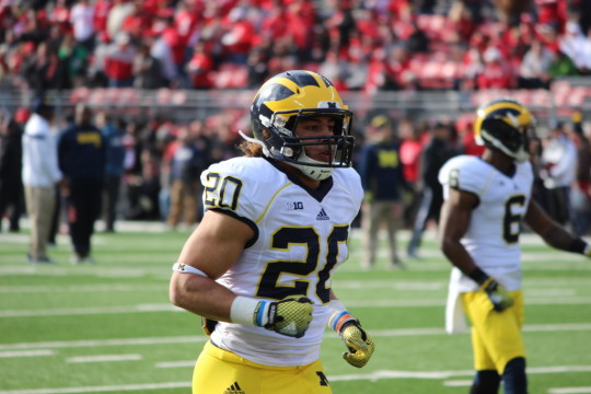 Drake Johnson warms up before Michigan's 42-28 loss to Ohio State. (Ricky Lindsay/MJ)