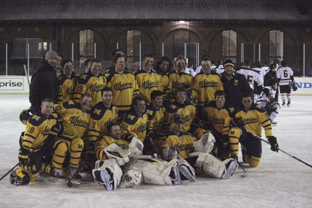 Outdoor hockey game team pic