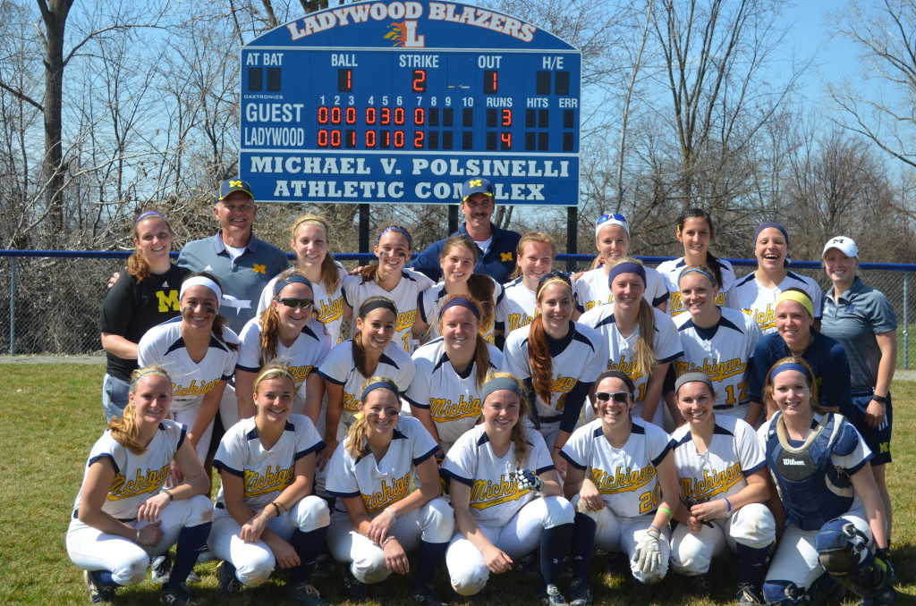 UM-Dearborn softball's 2015 poses after a doubleheader against Cleary on April 12, 2015. (Rebecca Gallagher/MJ)